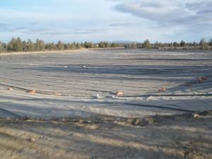 instalación de geotextil en estanque de golf1