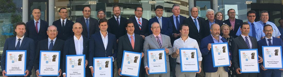 """Geotexan recibe el premio """"Empresario del año"""" de la FOE"""